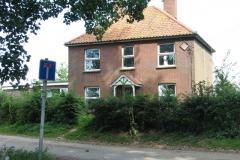 Mustard Hyrn farmhouse