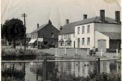 Kings-Arms-and-pond-c1950s