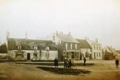 1910 The-Green-old-long-gone-thatched-cottages