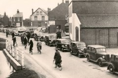 1938 Cars-queue-by-main-pond-during-Horsey-flood